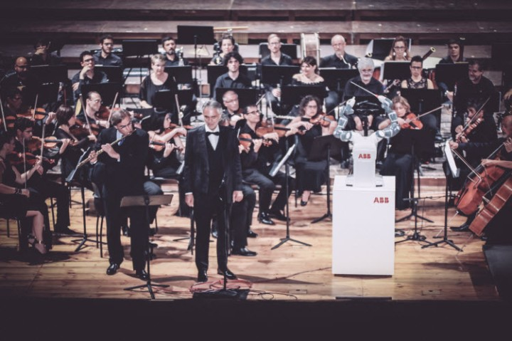 ABB_Andrea-Bocelli-and-YuMi-during-the-concert_750